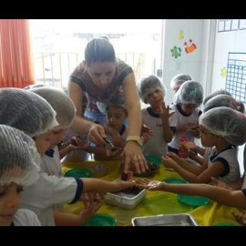 Educação Infantil – Quanto se pode aprender preparando deliciosos brigadeiros!!