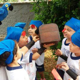 Caça ao Tesouro: pequenos piratas desvendam pistas