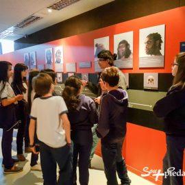 Estudantes têm aula em espaço da UFMG, em BH
