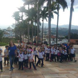 Pequenos turistas aprofundam seus conhecimentos acerca de um importante acervo tombado pela UNESCO.